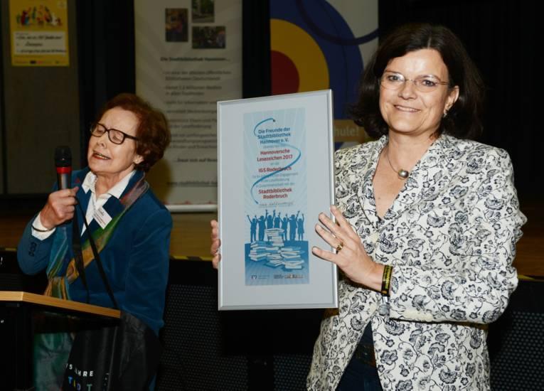 Die Preisträgerin Brigitte Naber, Direktorin der IGS Roderbruch.