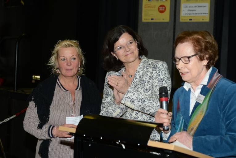 Sabine Malott, Brigitte Naber (Direktorin der IGS Roderbruch) und Maria Haldenwanger (v. l. n. r.)