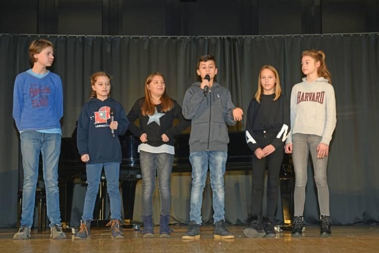 Felix, Greta, Paula, Rodion, Marie und Sara (v.l.) berichten von ihren Leseerfahrungen