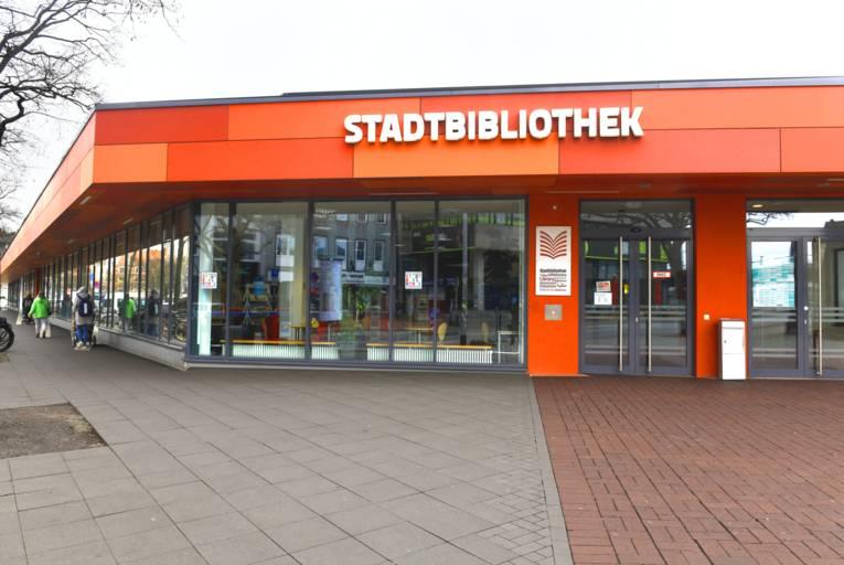 Der Eingangsbereich der Oststadtbibliothek im renovierten Raschplatzpavillon