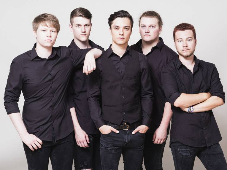 Fünf junge Männer.