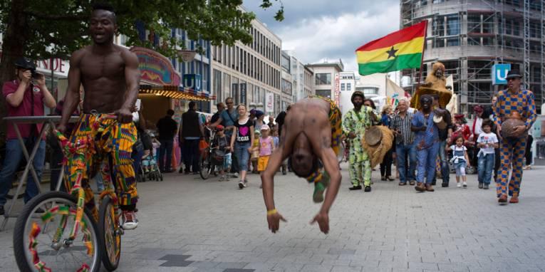 Artisten in Hannovers Fußgängerzone