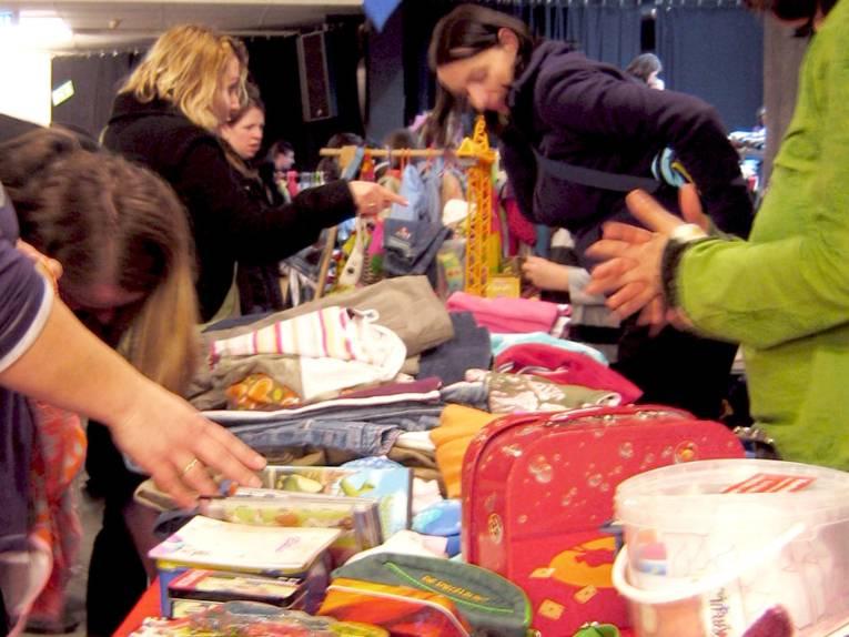 Second-Hand-Markt für Frauenkleidung
