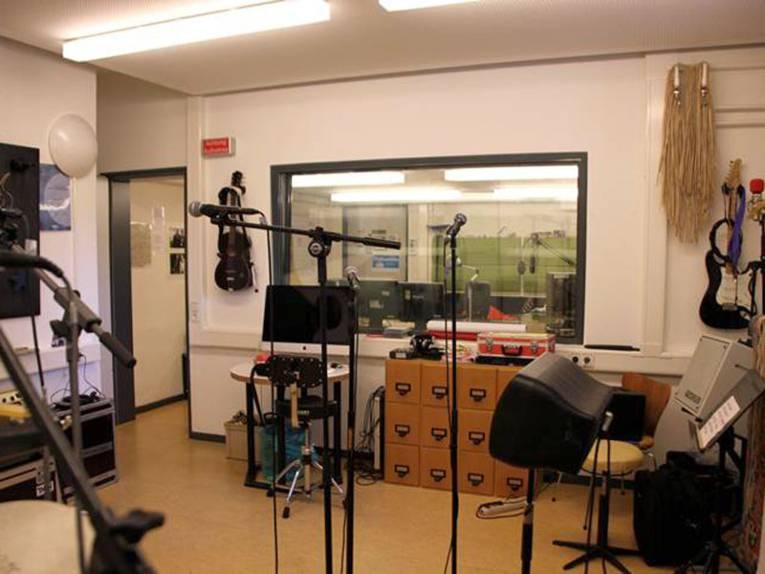 Equipment im Tonstudio des Haus der Jugend