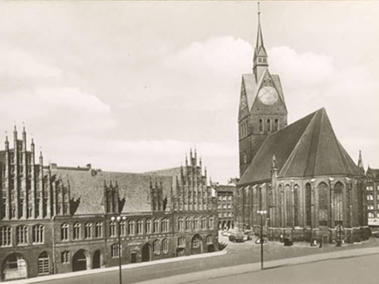 Altes Rathaus und Marktkirche von der Schmiedestraße aus gesehen, Foto