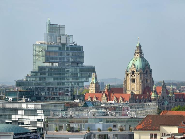 Blick auf das Neue Rathaus und die NordLB