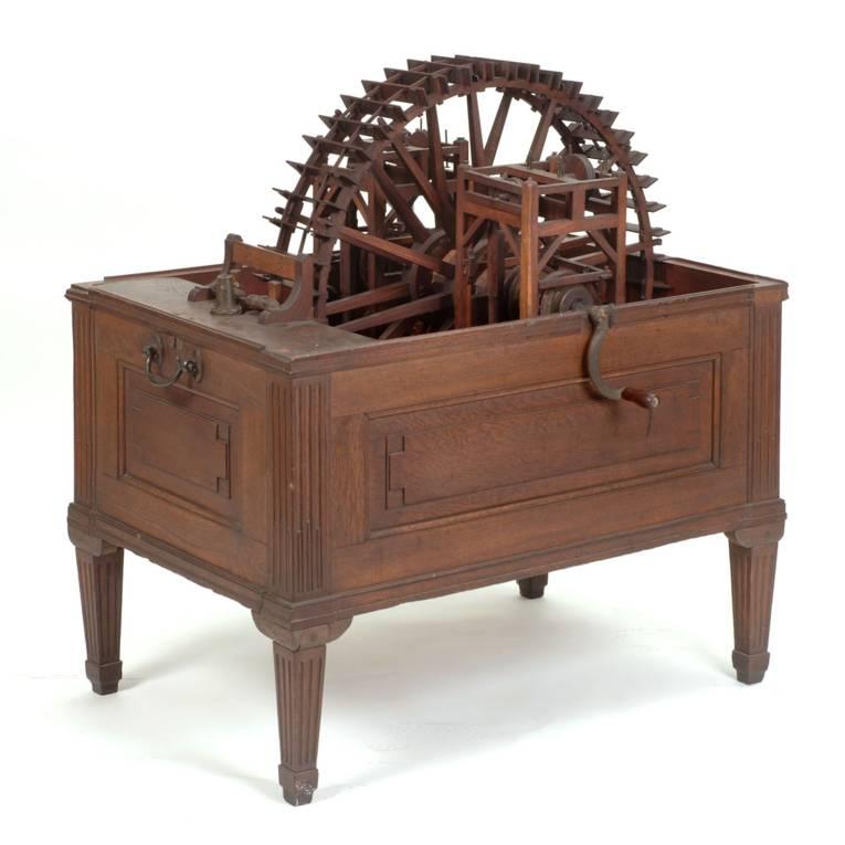 Wassermaschine, um 1800, Holz, Zinkblech Es handelt sich um ein Funktionsmodell für eine der Wassermaschinen, die seit dem ausgehenden 18. Jahrhundert der Großen Fontäne in Herrenhausen zum nötigen Wasserdruck verhalfen.  Funktionsmodell eines Rades der Herrenhäuser Wasserkunst