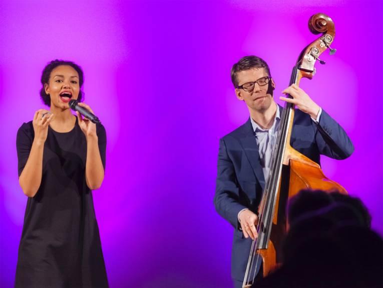 Shereen Adam (Gesang) & Hervé Jeanne (Kontrabass)