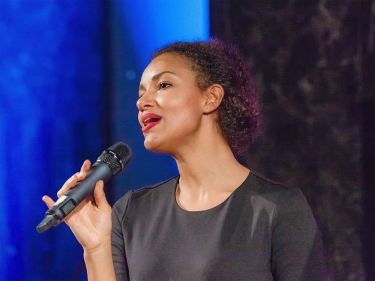 Shereen Adam (Gesang)