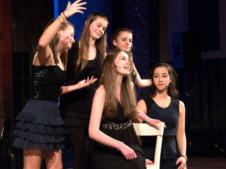 Schauspiel, Tanz und Gesang