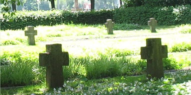 Gräberfeld auf dem Ehrenfriedhof Maschsee-Nordufer