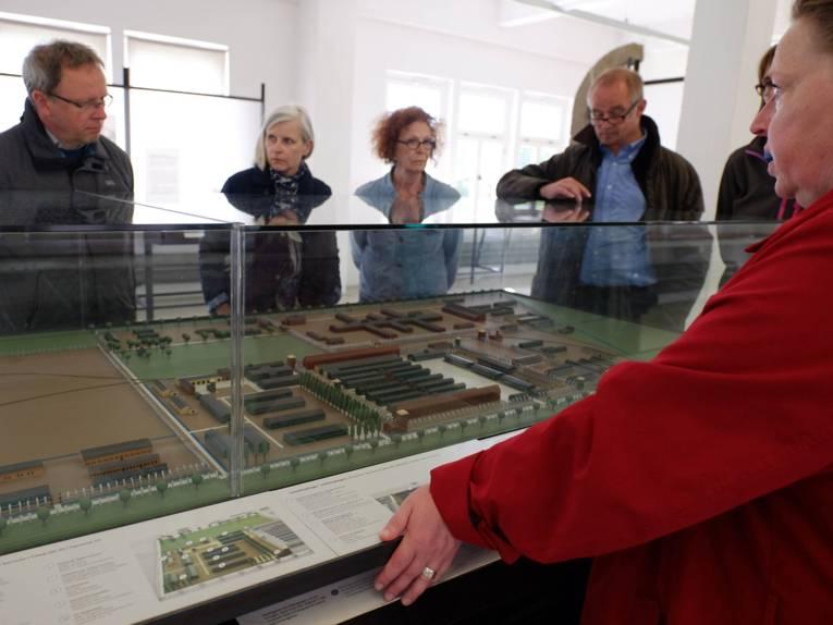Erklärungen für die AG KZ Stöcken am Modell des KZ Neuengamme