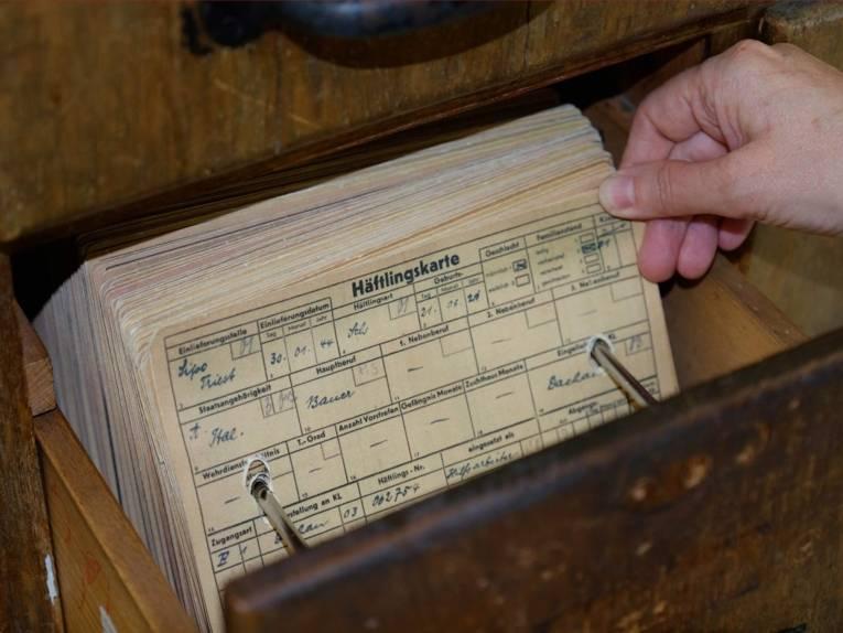 Faksimile der Häftlingskartei in der Ausstellung des ehemaligen KZ Neuengamme