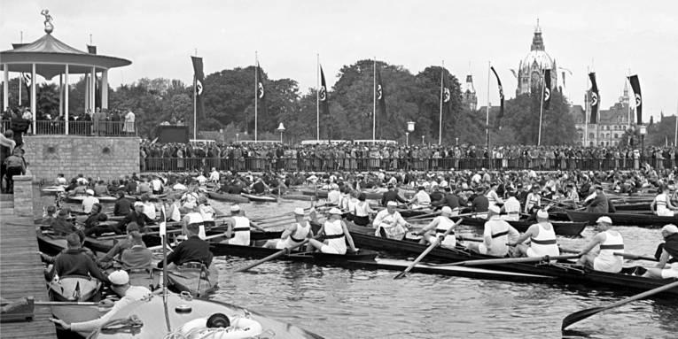 Eröffnungsfeier zur Maschsee-Einweihung am 21. Mai 1936 am Nordufer. (HAZ-Hauschild-Archiv, Historisches Museum Hannover)