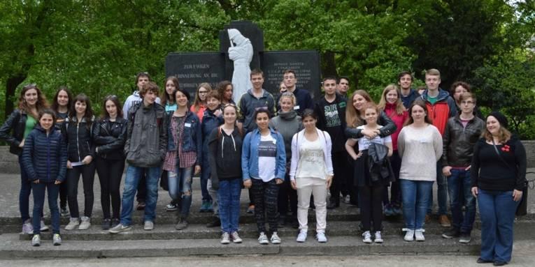 Internationale Jugendbegegnung im Mai 2015 am Ehrenfriedhof Maschsee-Nordufer