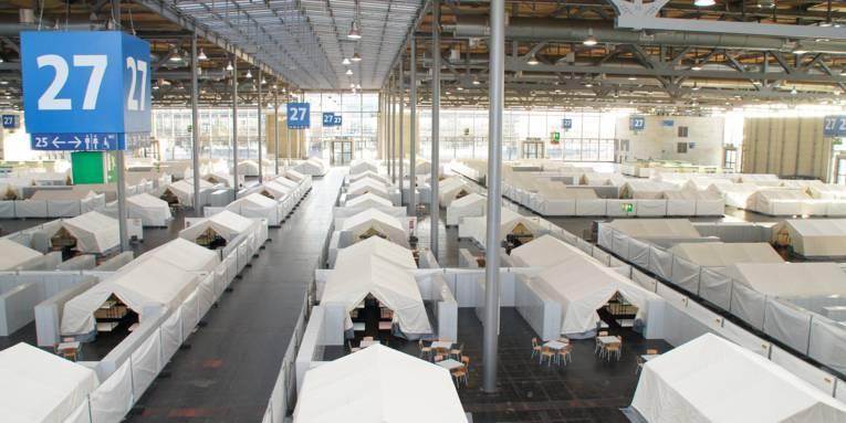Zeltdörfer in der Messehalle 27