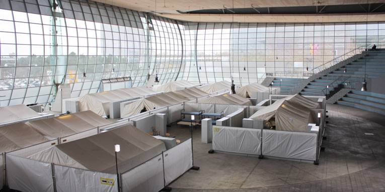 Zeltdörfer zur Flüchtlingsunterbringung im Deutschen Pavillon