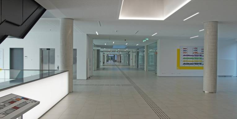 Eine Eingangshalle.