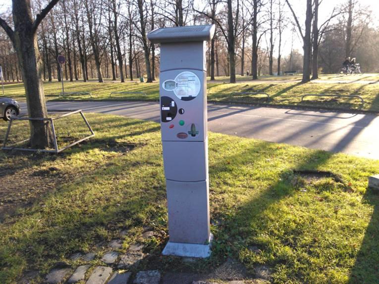 Parkscheinautomat am Straßenrand