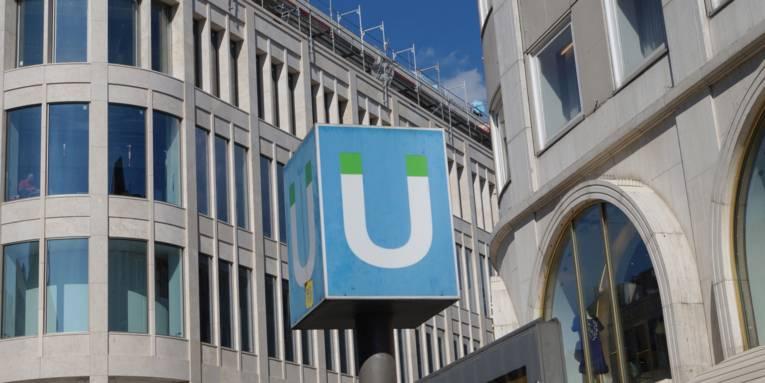 U-Bahn-Schild an der Station Kröpcke
