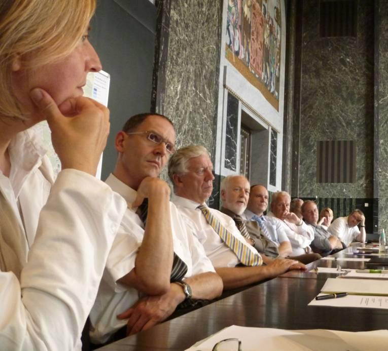 Menschen im Sitzungsraum