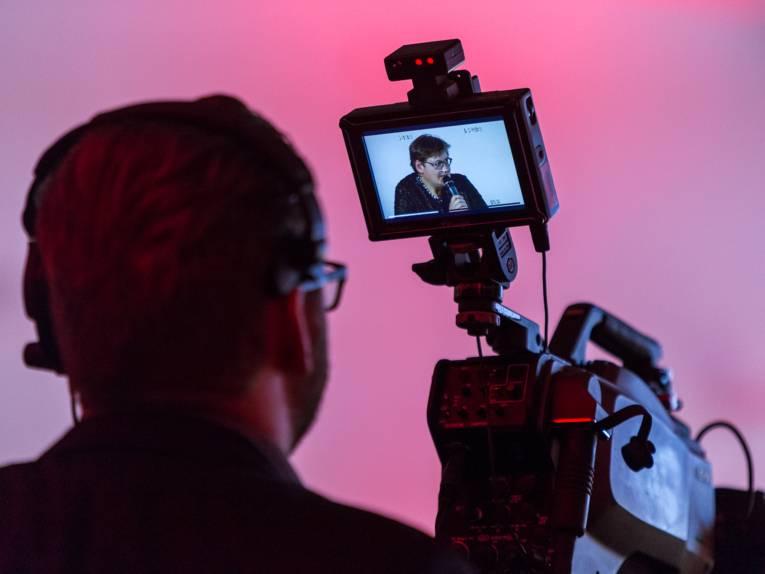Blick auf den Monitor einer h1 Fernsehkamera