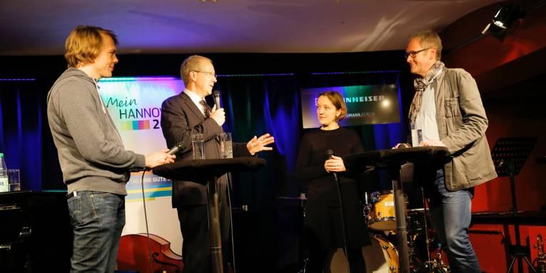 Oberbürgermeister Stefan Schostok beim Podiumsgespräch im Jazz-Club Hannover