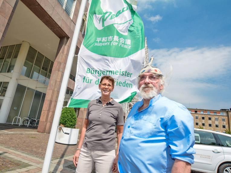 Mayors for Peace Flagge vor dem Dortmunder Rathaus