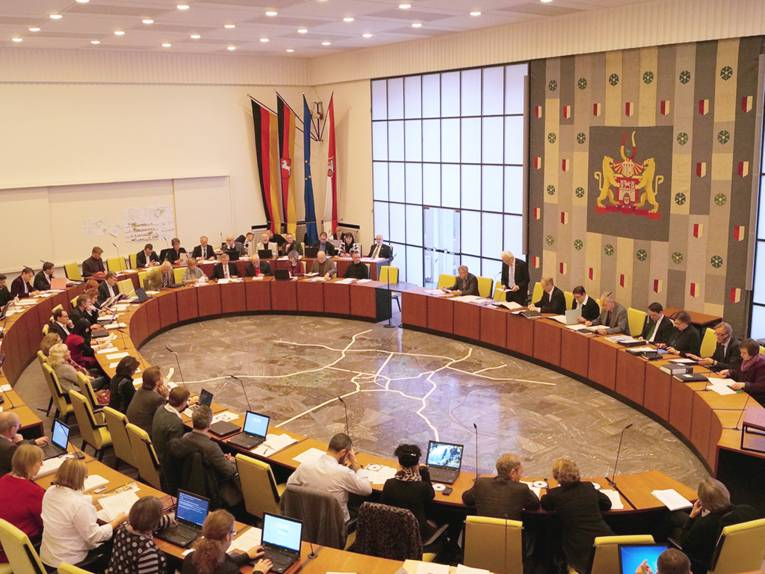 Session in the Ratssaal (Council Chamber)