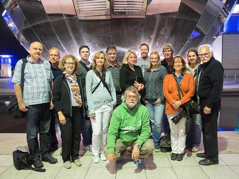 Die Fotografengruppe unter Leitung von Prof. Rolf Nobel vor dem Silver Dome des Bristol Science Museums