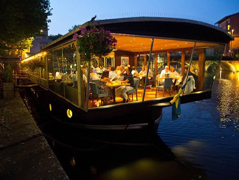 The Glassboat, ein bekanntes Restaurant auf einem umgebauten Kahn im Floating Harbour