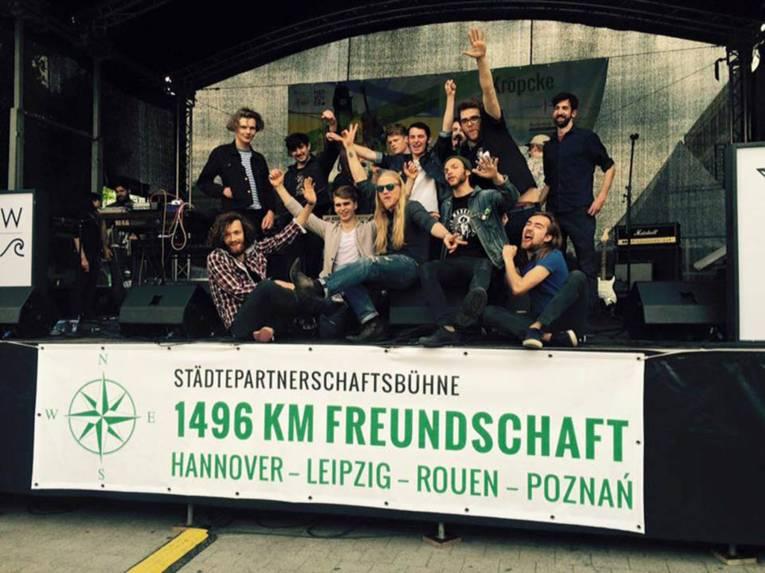 Junge Leute auf der Bühne der Städtepartnerschaften