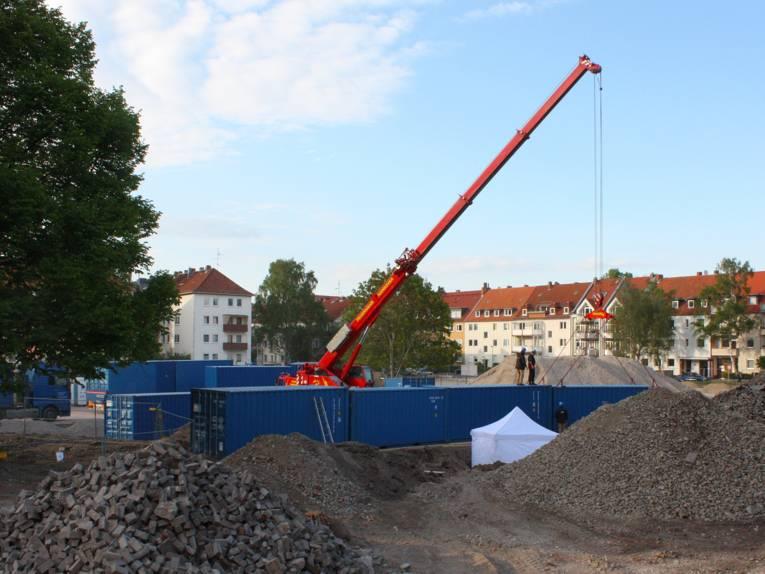 Die Container werden als zusätzliche Sicherung der Fundstelle aufgestellt