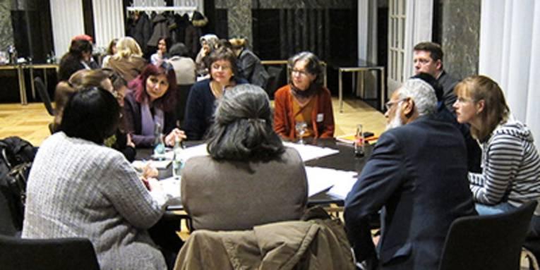 Eltern, MultiplikatorInnen und andere Engagierte beim ersten Treffen des Plenums MigrantenElternNetzwerk für die Region Hannover