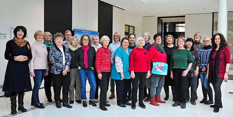 Gruppenaufnahme von Betreuerinnen, die für die Fluxx-Kinderbetreuung im Notfall tätig sind.