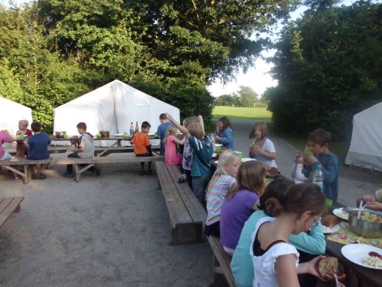 Frühstück im Zeltlager Otterndorf