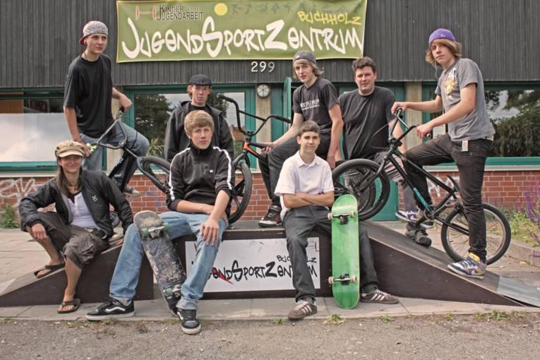 Jugendliche und Betreuer vom JugendSportzentrum Buchholz