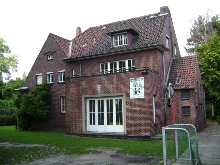 """Außenaufnahme vom Jugendzentrum Misburg """"Villa"""""""