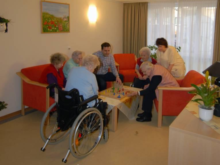 Eine Spielegruppe im Margot-Engelke-Zentrum