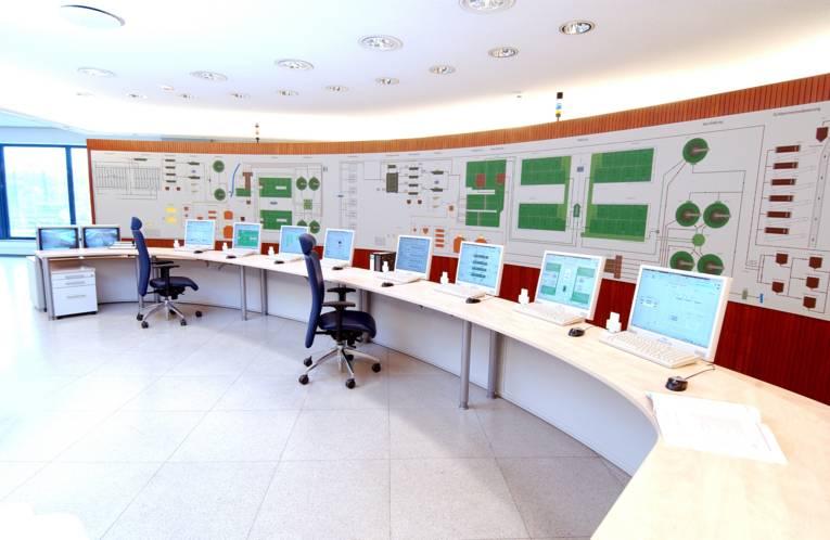 Zentrale Leitwarte des Klärwerks Gümmerwald
