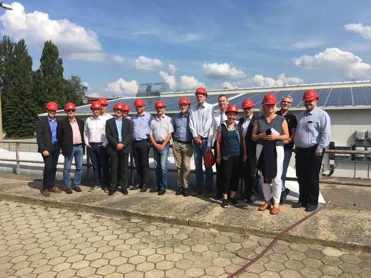 Gruppenfoto der AG Industrie auf dem Kraftwerksgelände Herrenhausen