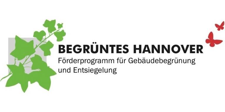 """Das Logo zum Förderprogramm """"Begrüntes Hannover"""" zeigt einen stilisierten grünen Ast mit Blättern und rote Schmetterlinge, dazwischen den Schriftzug """"Mehr Natur in der Stadt! Dach- und Fassadengrün in Hannover"""""""