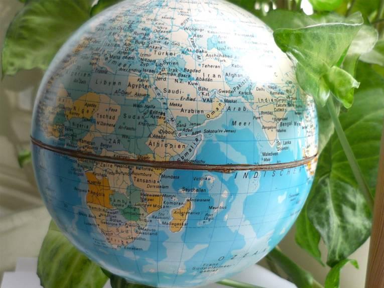 Der Globus zeigt die vielen Staaten der Kontinente