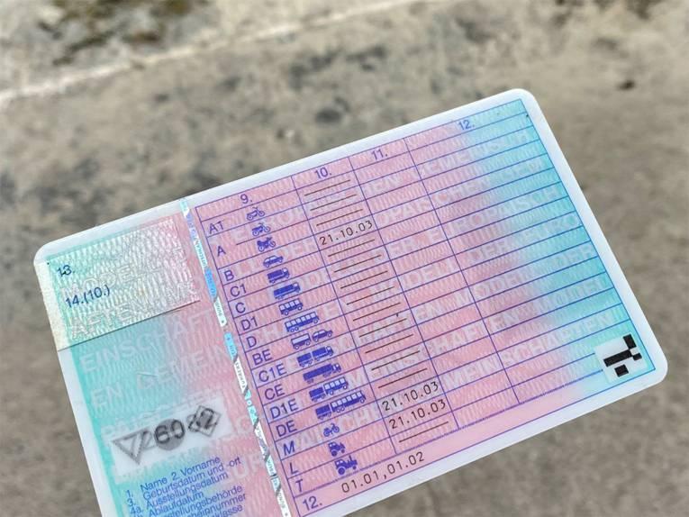 Die Rückseite eines Führerscheins