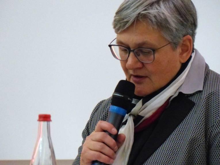 Wirtschafts- und Umweltdezernentin Sabine Tegtmeyer-Dette am Rednerpult