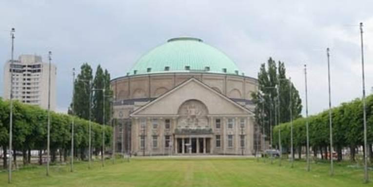 Eingangsportal des Hannover Congress Centrums mit Kuppelsaal