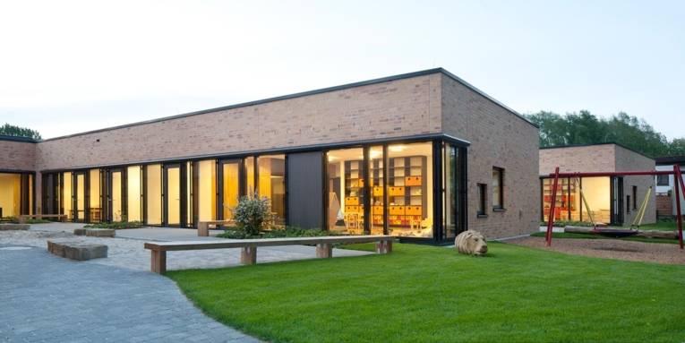 Außenaufnahme der neu gebauten Kindertagesstätte Rut-Bahlsen-Zentrum