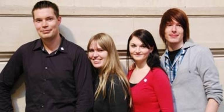 Vier Auszubildende der Stadtverwaltung