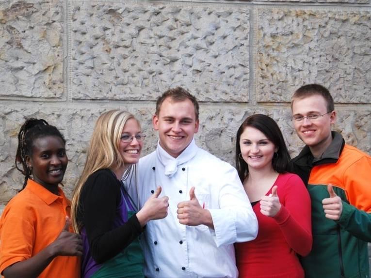 Fünf Auszubildende aus unterschiedlichen städtischen Fachbereichen