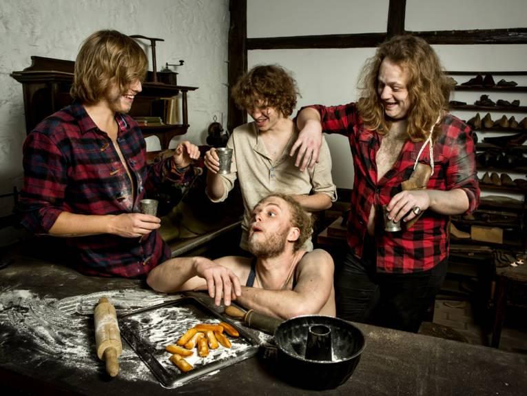 Vier lachende Männer.